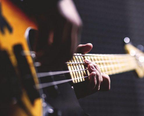 Oamenii și corzile de chitară